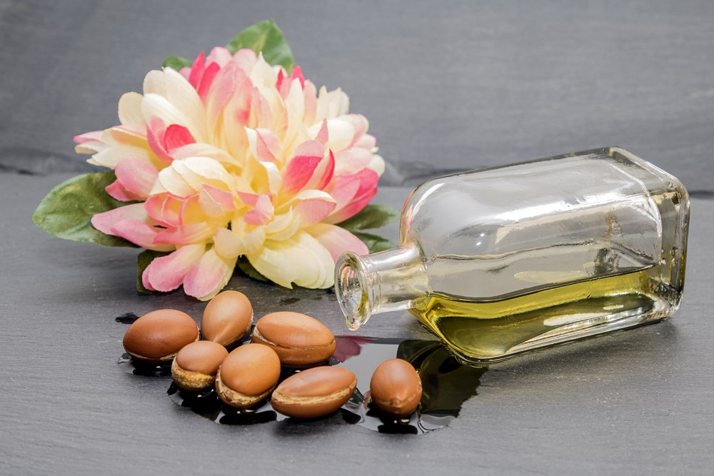 Argan oil,natural hair,hair products,pure,organic,halal,vegan,vegetarian,Moroccan,Morocco,hair and beauty,hair products,natural hair styling,detangling,moisturiser,children,muslimah,hair care,hair treatment,hot oil