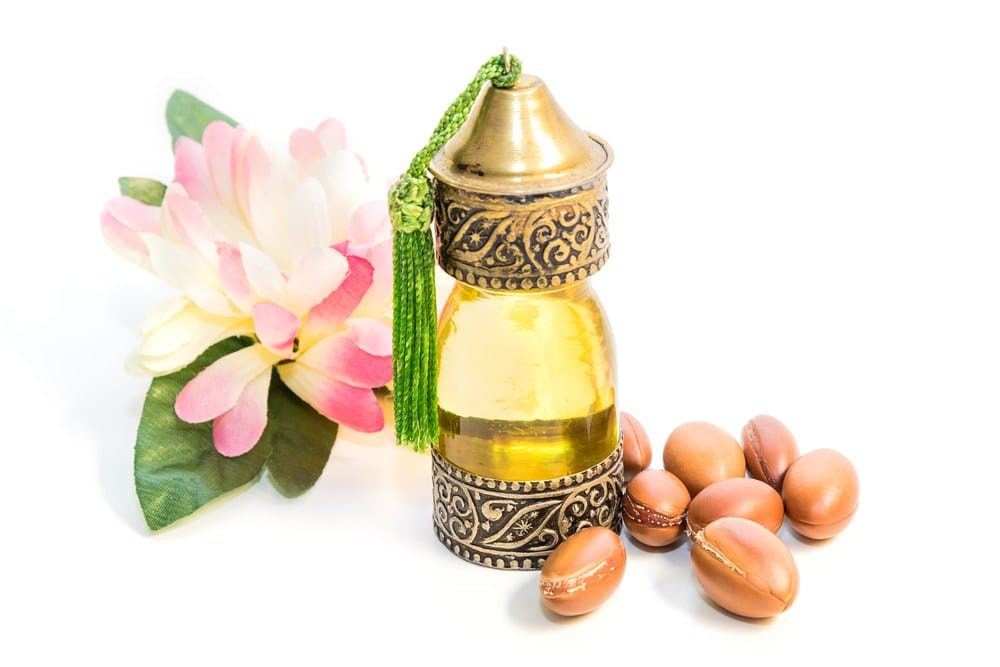 Benefits,Uses,Argan Oil,Body,Skin,Face,hands,nails,anti-aging,women,skin care,skin,youthful,healthy,moisturiser,natural,organic,beauty,routine,Hair,health,benefits