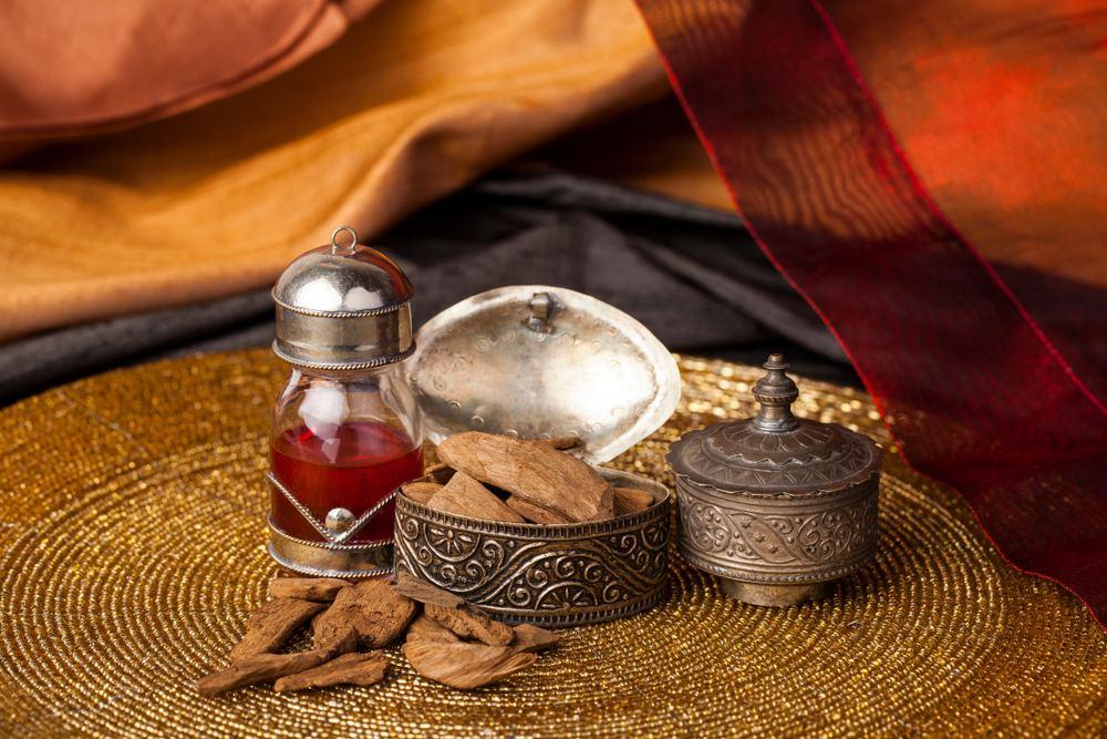 Agarwood,agarwood Oil,Oud,Fragrance,Sunnah,Prophet Muhammad,Attar,scent,perfume,hadith