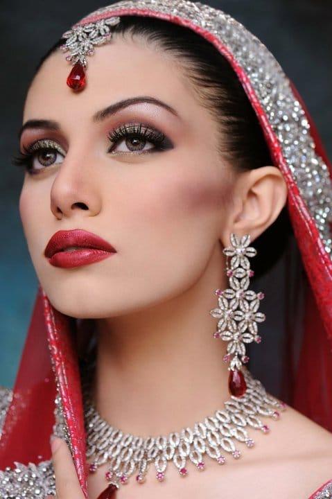 halal bride,Muslim bride,halal bridal makeup,bold lipstick colours,iba lipstick,halal makeup,non toxic lipstick,best halal lipsticks,top halal lipstick,2021,metallic lipstick