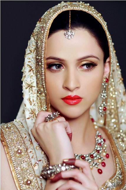 halal bride,Muslim bride,halal bridal makeup,bold lipstick colours,iba lipstick,halal makeup,non toxic lipstick,best halal lipsticks,top halal lipstick,2021,metallic lipstick,simple bridal makeup,halal lipstick alternatives
